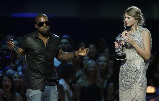 Kanye West & Taylor At The VMAs 3